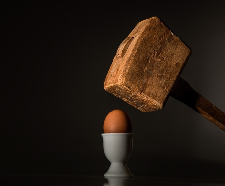 egg-hammer-threaten-violence-40721.jpg